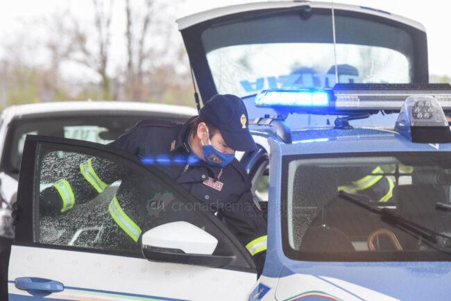 controlli-spostamenti-covid-polstrada-polizia-stradale-superstrada-civitanova-FDM-2-650x434