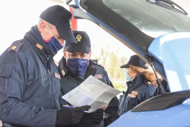 controlli-spostamenti-covid-polstrada-polizia-stradale-superstrada-civitanova-FDM-4-650x434