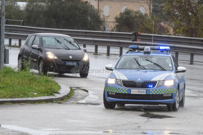 controlli-spostamenti-covid-polstrada-polizia-stradale-superstrada-civitanova-FDM-7-650x434