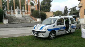 polizia-locale-monumento-caduti-corso-cavour_censored