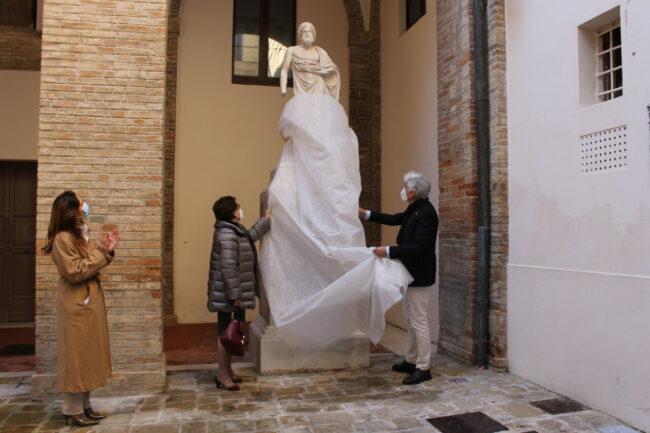 scoprimento_statue_cortile_comunale-1-650x433