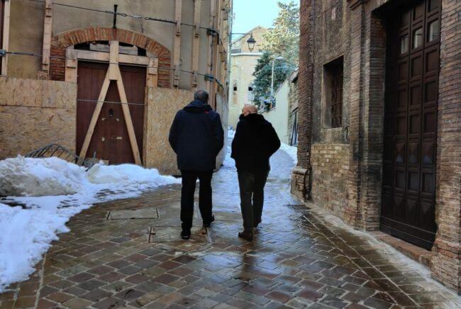 Il-sopralluogo-nel-centro-storico-di-Camerino-del-sindaco-Sandro-Sborgia-insieme-al-Commissario-Giovanni-Legnini-e1610992108119-650x436