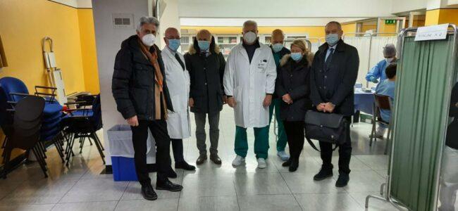Parcaroli-e-Saltamartini-vaccinazioni-ospedale-macerata-3-650x300