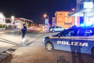 controlli-polizia-coprifuoco-statale-adriatica-civitanova-FDM-1-325x217