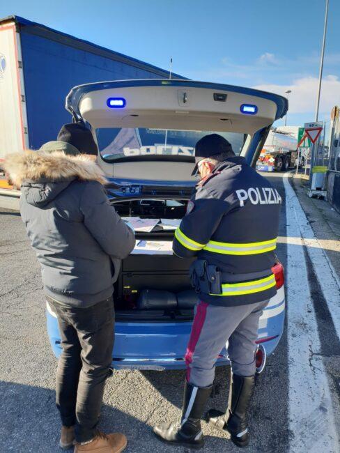 controlli-polizia-stradale-casello-a14-autostrada-civitanova-1-488x650