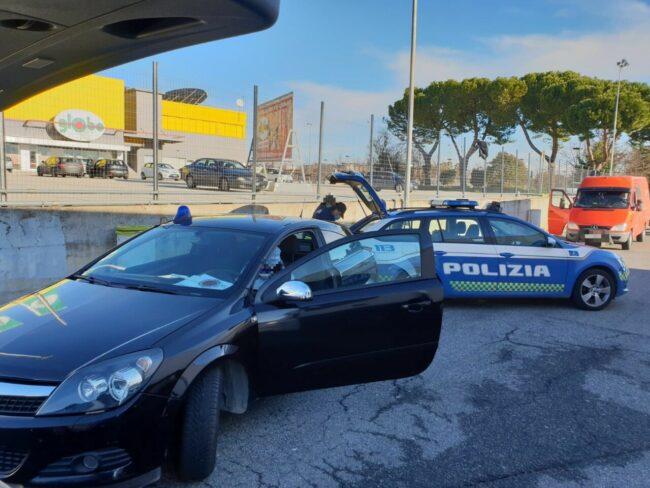 controlli-polizia-stradale-casello-a14-autostrada-civitanova-3-650x488