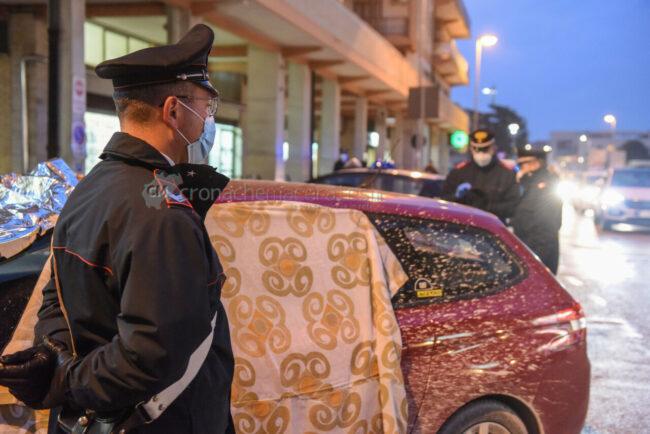 decesso-in-auto-carabinieri-via-dante-alighieri-civitanova-FDM-1-650x434