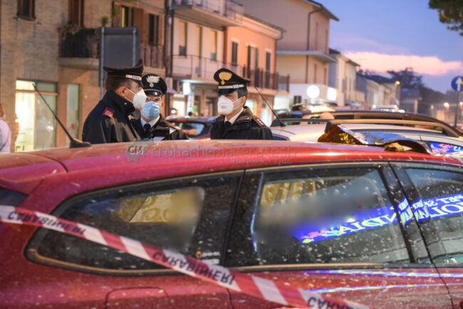 decesso-in-auto-carabinieri-via-dante-alighieri-civitanova-FDM-2-650x434