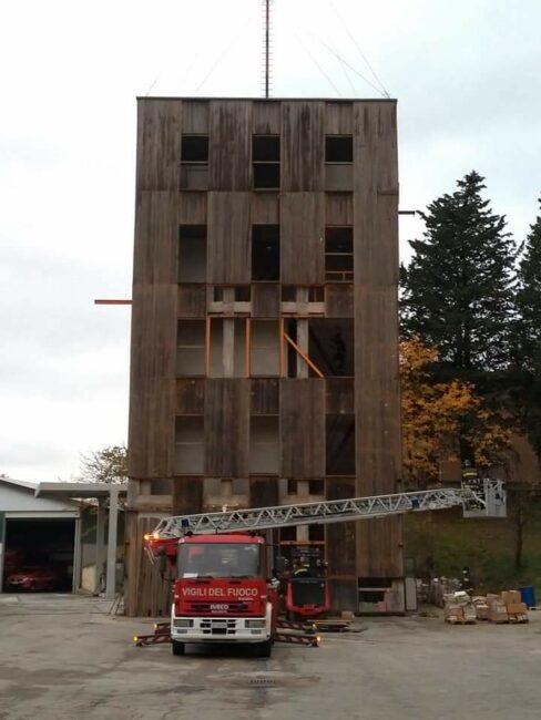 demolizione-castello-pompieri-1-488x650