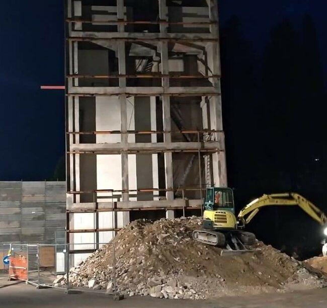demolizione-castello-pompieri-3-e1610464614718-650x612