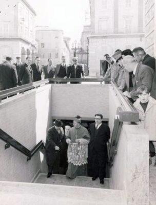 inaugurazione-sottopasso-1965-con-Vescovo-Cassulo-1-304x400