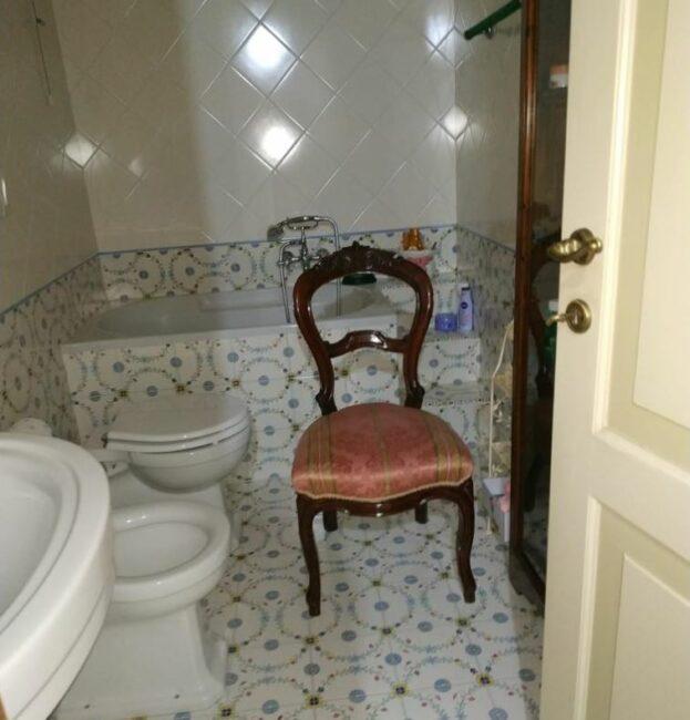 sedia-bagno-casa-omicidio