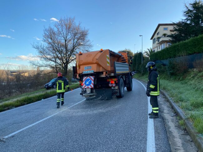 strada-ghiacciata-incidente-civitanova-alta-2-650x488