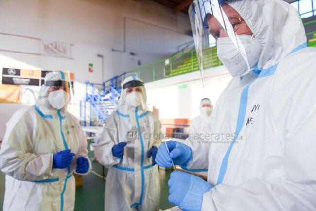 tamponi-covid-screening-di-massa-palarisorgimento-civitanova-FDM-22-650x434