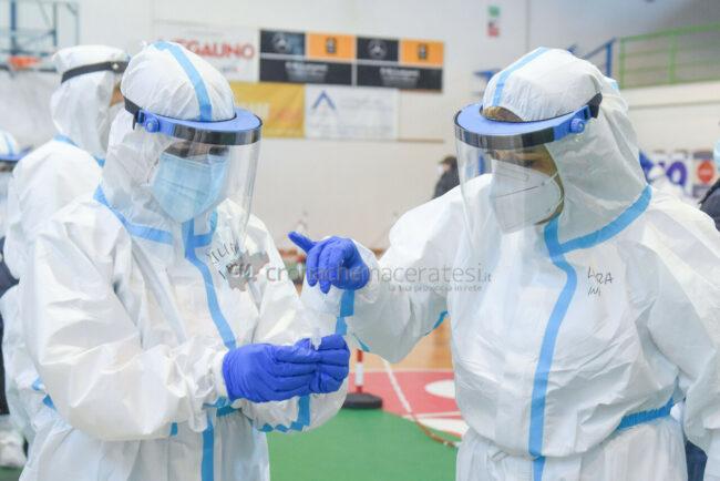 tamponi-covid-screening-di-massa-palarisorgimento-civitanova-FDM-9-650x434