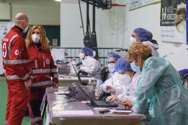 ultimo-giorno-screening-di-massa-palarorgimento-tamponi-covid-civitanova-FDM-4-650x434