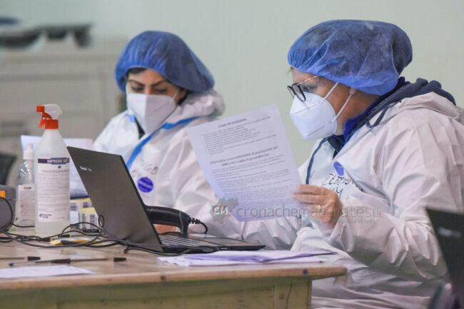 ultimo-giorno-screening-di-massa-palarorgimento-tamponi-covid-civitanova-FDM-6-650x433