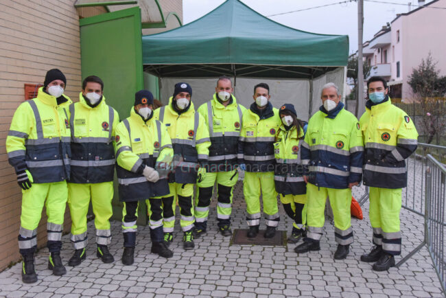 ultimo-giorno-screening-di-massa-palarorgimento-tamponi-covid-protezione-civile-civitanova-FDM-8-650x434