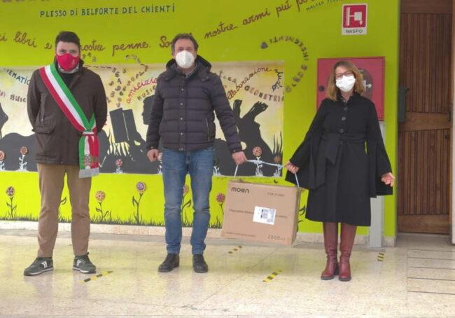 Kiwanis-Scuola-Belforte-del-Chienti-consegna-mascherine