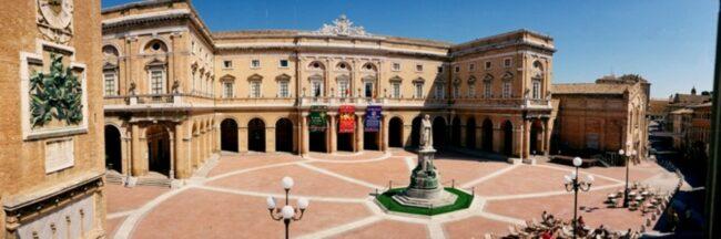 Municipio-piazza-Leopardi-Recanati-foto-tanoni-1600x533-1-650x216