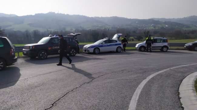 controlli-carabinieri-municipale-tolentino5-650x366
