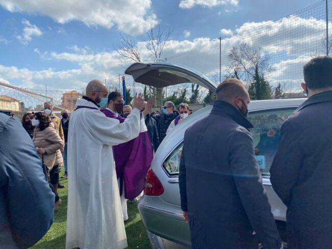 funerale-roberto-salvatori8-650x488
