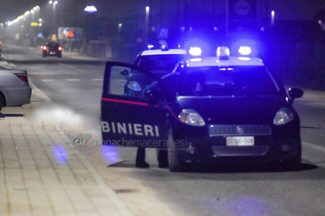 incidente-auto-investe-gennari-di-prisco-lungomare-scossicci-porto-recanati-carabinieri-FDM-3-650x433