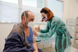 Vaccinazioni_ForzePolizia_FF-5-325x217