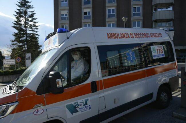 ambulanza-archivio-covid-ospedale-macerata
