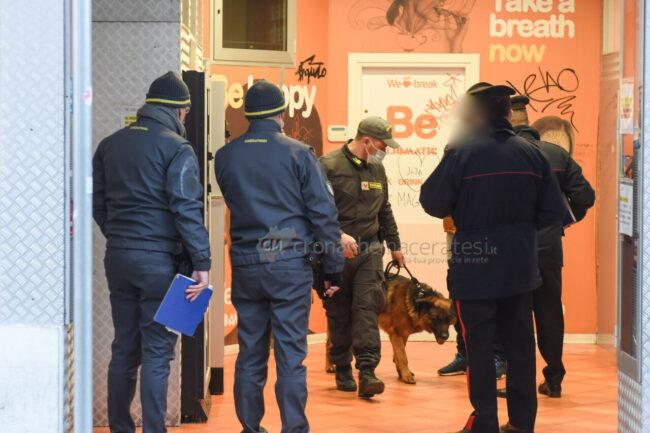 controlli-zona-rossa-fdo-polizia-carabinieri-gdf-vigi-urbani-civitanova-FDM-8-650x433