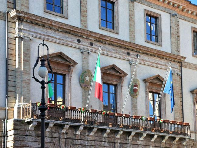 palazzo-comunale-tolentino-1-650x488
