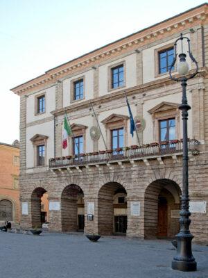 palazzo-comunale-tolentino-2-300x400