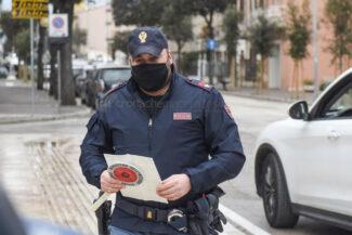 zona-rossa-marzo-2021-controlli-polizia-via-matteotti-civitanova-FDM-3-325x217