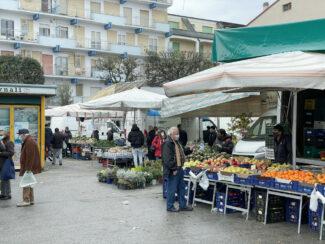 zona-rossa-marzo-2021-mercato-ortofrutta-civitanova-FDM-3-325x244