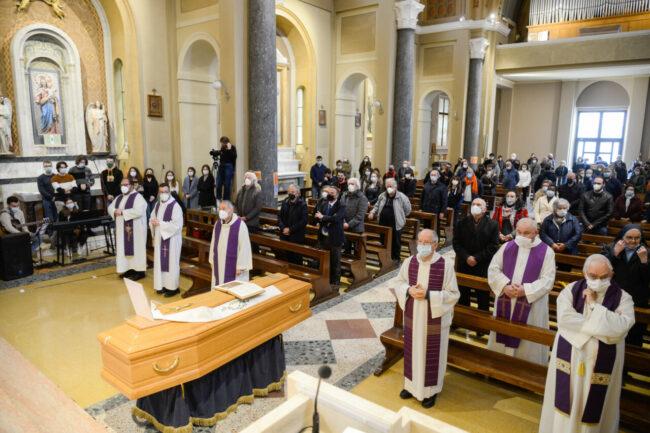 DonCarlo_Salesiani_Funerale_FF-2-650x433