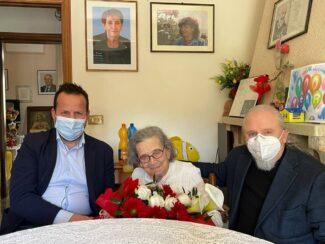 Laura-con-il-Sindaco-Mauro-Romoli-e-il-figlio-Stefano-