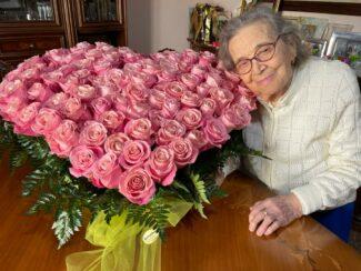 Laura-con-le-100-rose-325x244