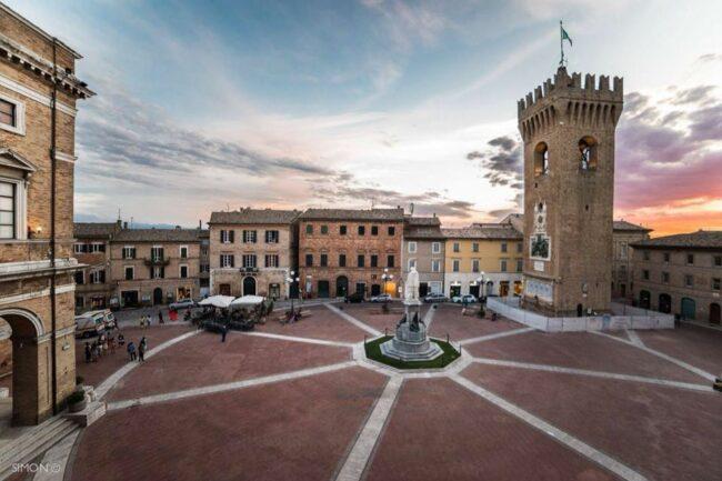 Recanati - Piazza Giacomo Leopardi