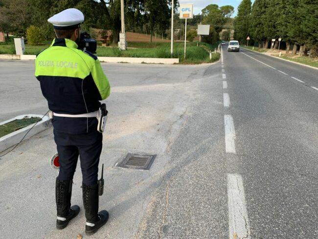 Telelaser-polizia-locale-macerata-1-650x488