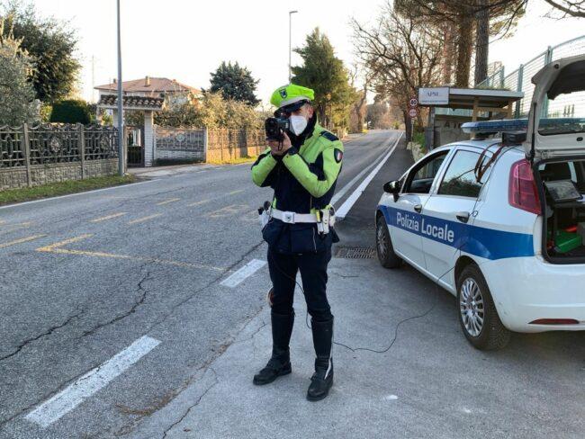 Telelaser-polizia-locale-macerata-2-650x488