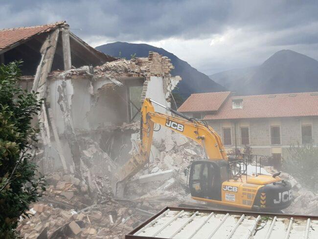 demolizione-ex-istituto-professionale-camerino-3-650x488