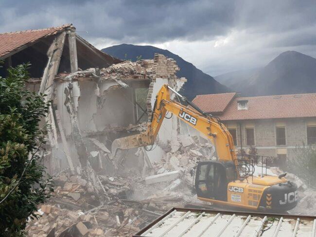 demolizione-ex-istituto-professionale-camerino-4-650x488