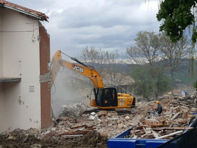 demolizione-ex-istituto-professionale-camerino-6-650x488