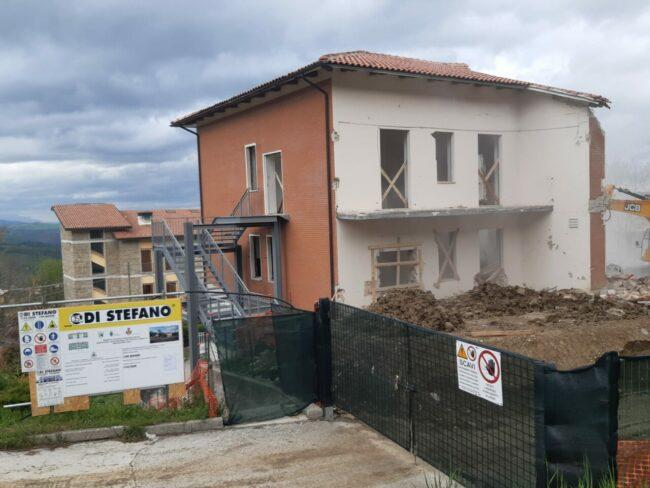 demolizione-ex-istituto-professionale-camerino-7-650x488
