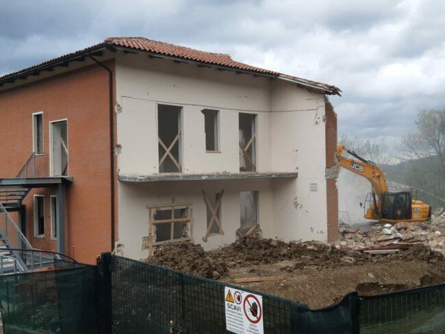 demolizione-ex-istituto-professionale-camerino-8-650x488