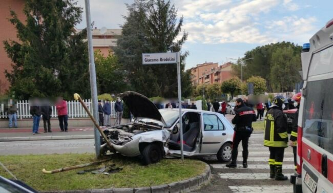 incidente-viale-brodolini-3-e1618851995351-650x377