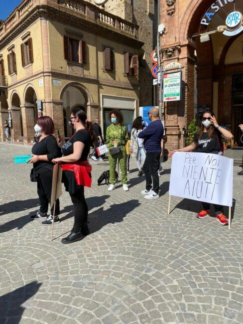 protesta-commercianti-tolentino-1-488x650