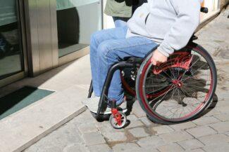 Anna-Menghi-passeggiata-sedie-a-rotelle-invalidi_FOto-LB-25-325x217