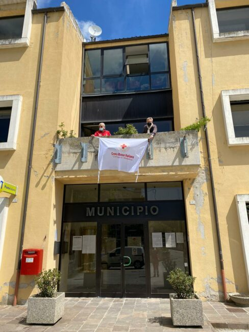 BANDIERA-croce-rossa-2-488x650
