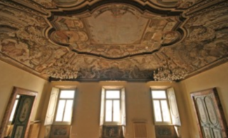 Salone-interno-di-palazzo-Torri1-325x197